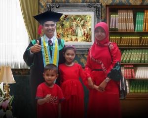 Poto Wisuda Keluarga Nasrul Makdis